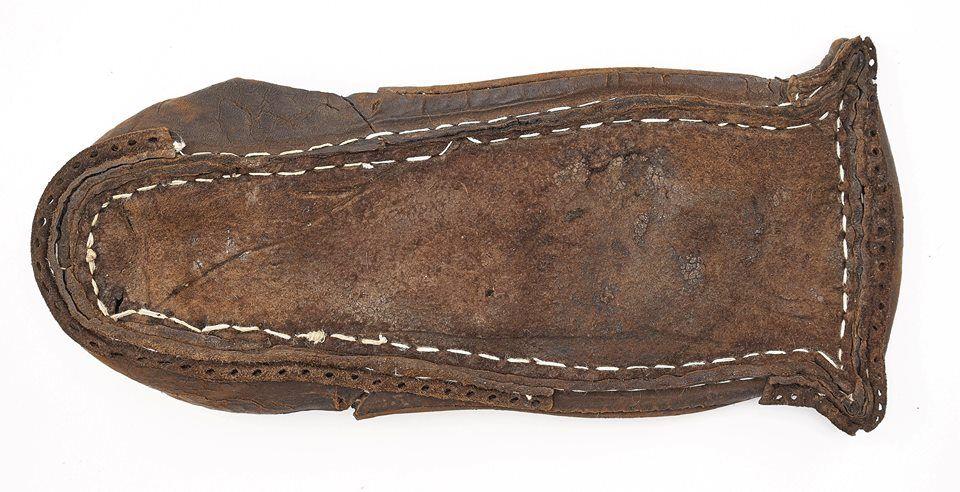 But Shoe Kazdy Krok Zostawia Slad Obuwie Historyczne Ze Zbiorow Muzeum Archeologicznego W Gdansku Exhibition Every Step Leaves A Boots Chukka Boots Leather