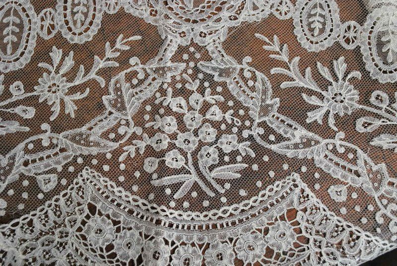 Antique Lace | Antique Brussels Mixed Bobbin Needlepoint Appliqué Lace Flounce