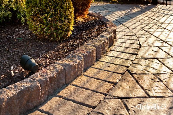 Landscape Stone Edging Idea The Belgik Edge By Techo Bloc Was Used For This Walkway To Imitate The Look Of Landscape Stone Stone Edging Paving Stones Walkway