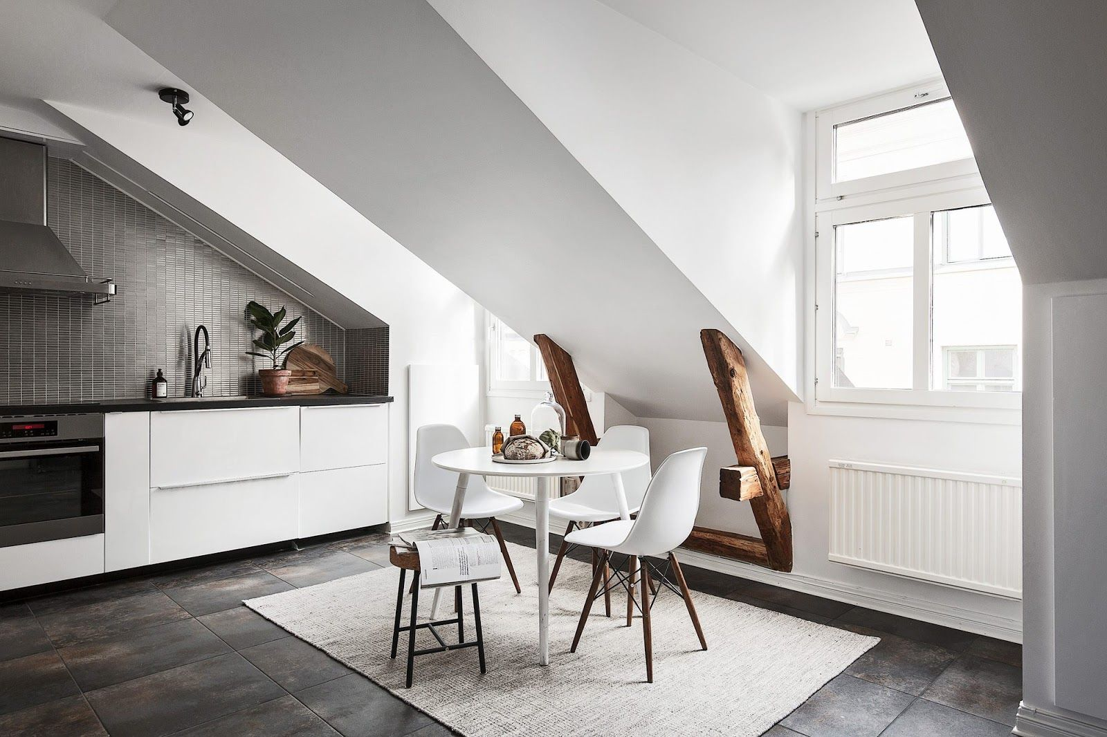 Alb scandinav într-o mansardă de 65 m² Jurnal de design interior