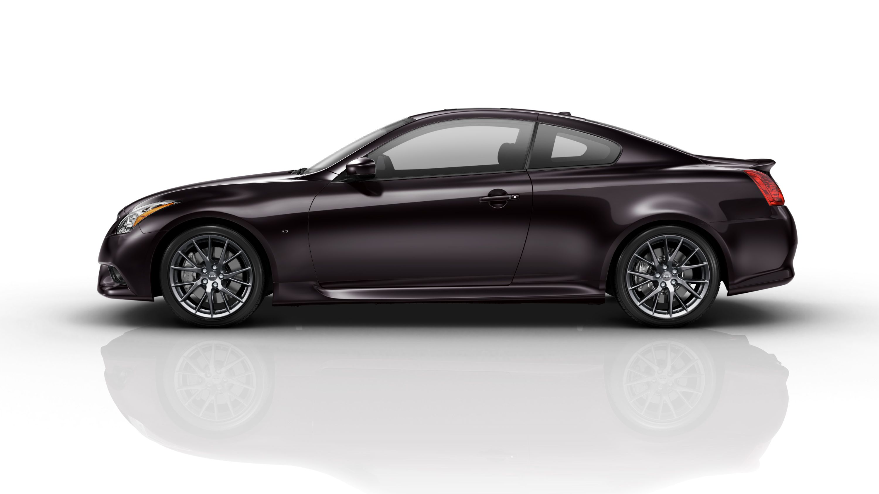 View Photos and Videos of the 2014 Infiniti Q60 IPL Coupe