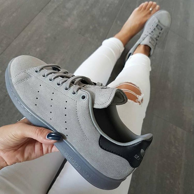 Sneakers women Adidas Stan Smith grey suede | outfit inspo