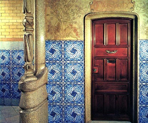 Casa calvet 1898 1900 barcelona puerta que conduce al - Despacho arquitectura barcelona ...