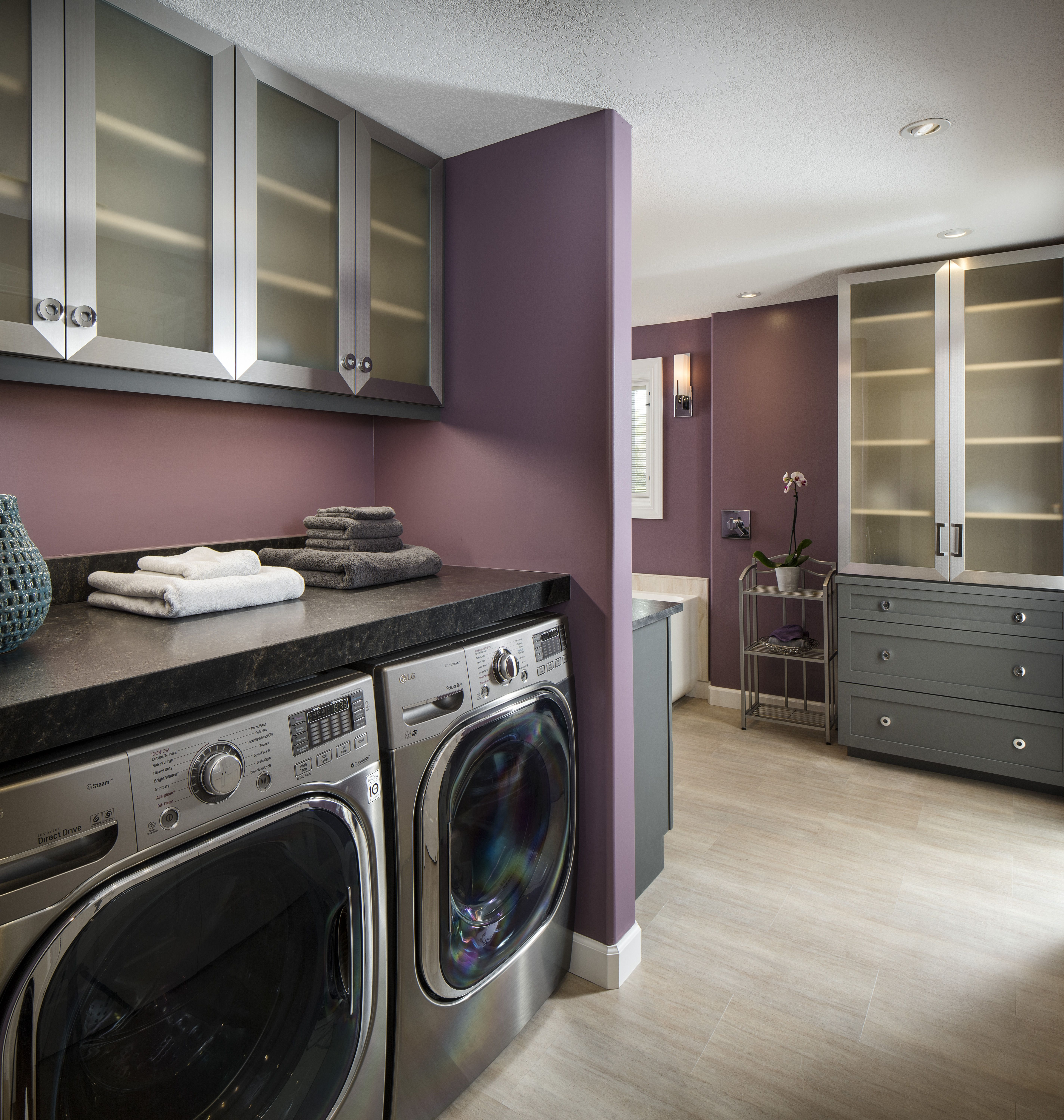 Bathroom laundry combo gives empty space functionality