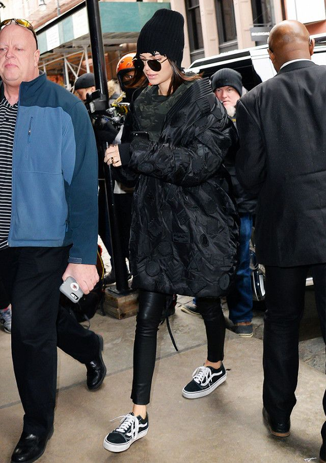 34bbdb0d84e On Kendall Jenner  Vans Old Skool Sneakers in Black ( 60).