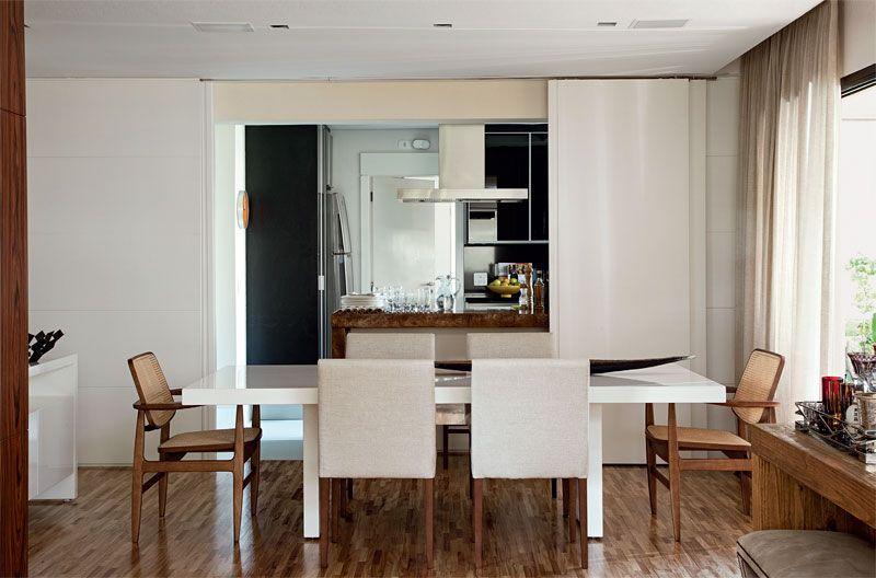 6-dicas-para-montar-sua-sala-de-jantar03 / Voltada para a varanda, a sala de jantar também se integra à cozinha. Projeto Denise Abdalla.