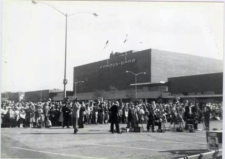 Famous Barr 1960