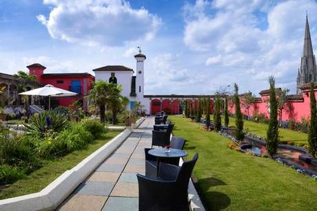 High Up Above Kensington High Street You Ll Be Amazed To Discover Three Themed Gardens Sprawling Over 1 5 Acres Roof Garden Rooftop Garden Roof Gardens London