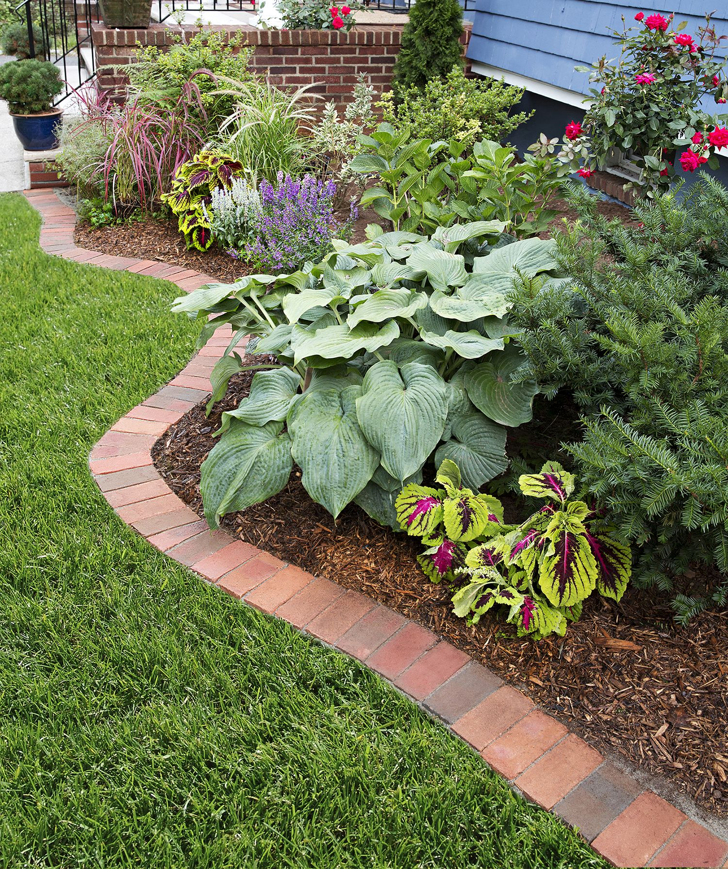 How To Edge A Garden Bed With Brick Brick Garden Edging Brick Garden Garden Pavers
