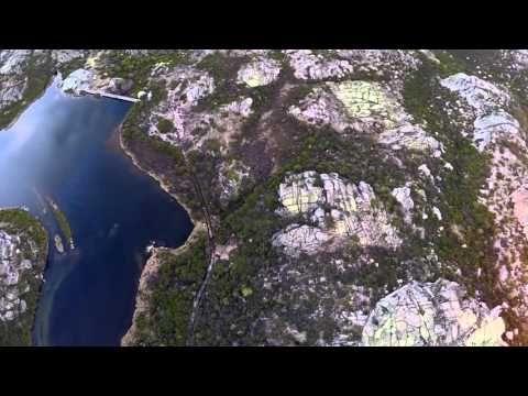 ダム穴マニア必見!ポルトガルの巨大なダム穴をドローン撮影 : カラパイア