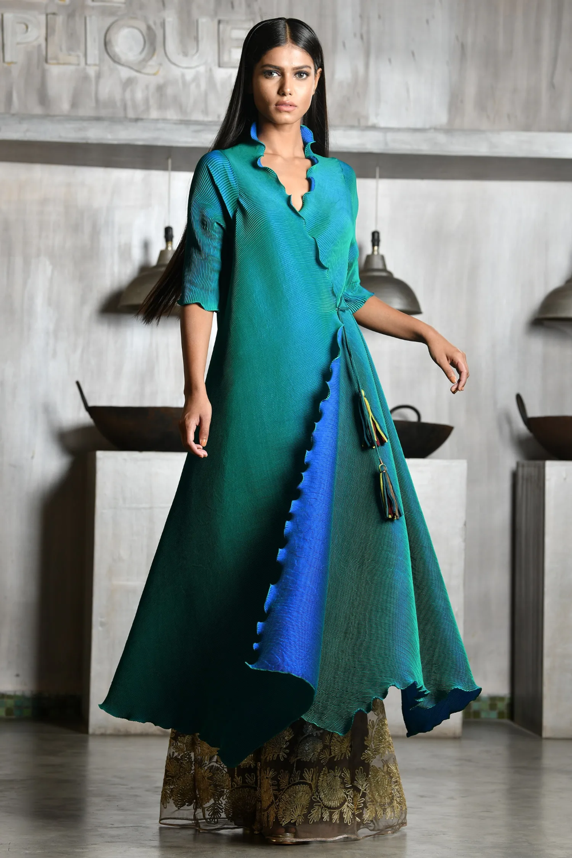 Buy Pleated Angrakha Kurta By Kiran Uttam Ghosh At Aza Fashions In 2020 Fashion Celebrity Dresses Tshirt Women Fashion