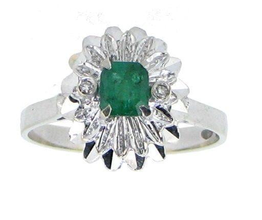 c75e90396d6a Actualmente en las subastas de  Catawiki  Sortija con Esmeralda y diamantes  con Certificado Gemólogico