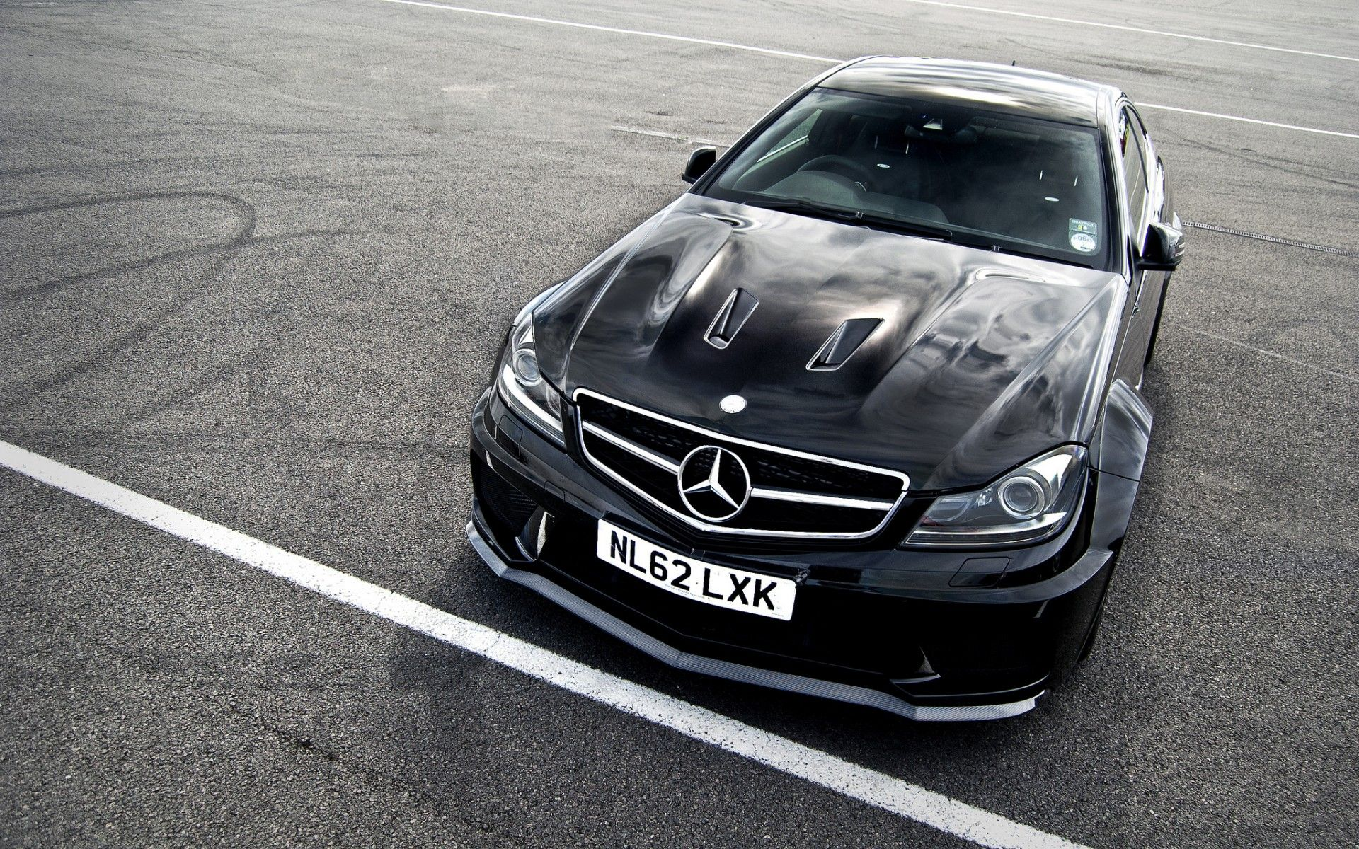 Free Mercedes Wallpapers Hd With Images Mercedes Benz C63 Amg