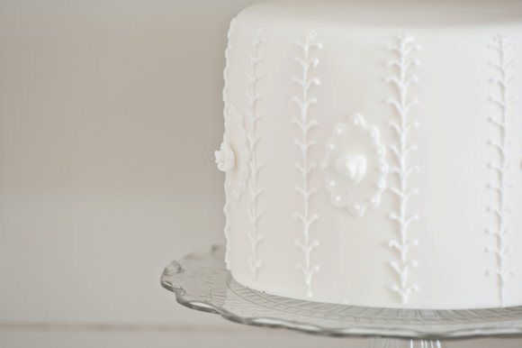 Beautiful White Cake  www.piccolielfi.it