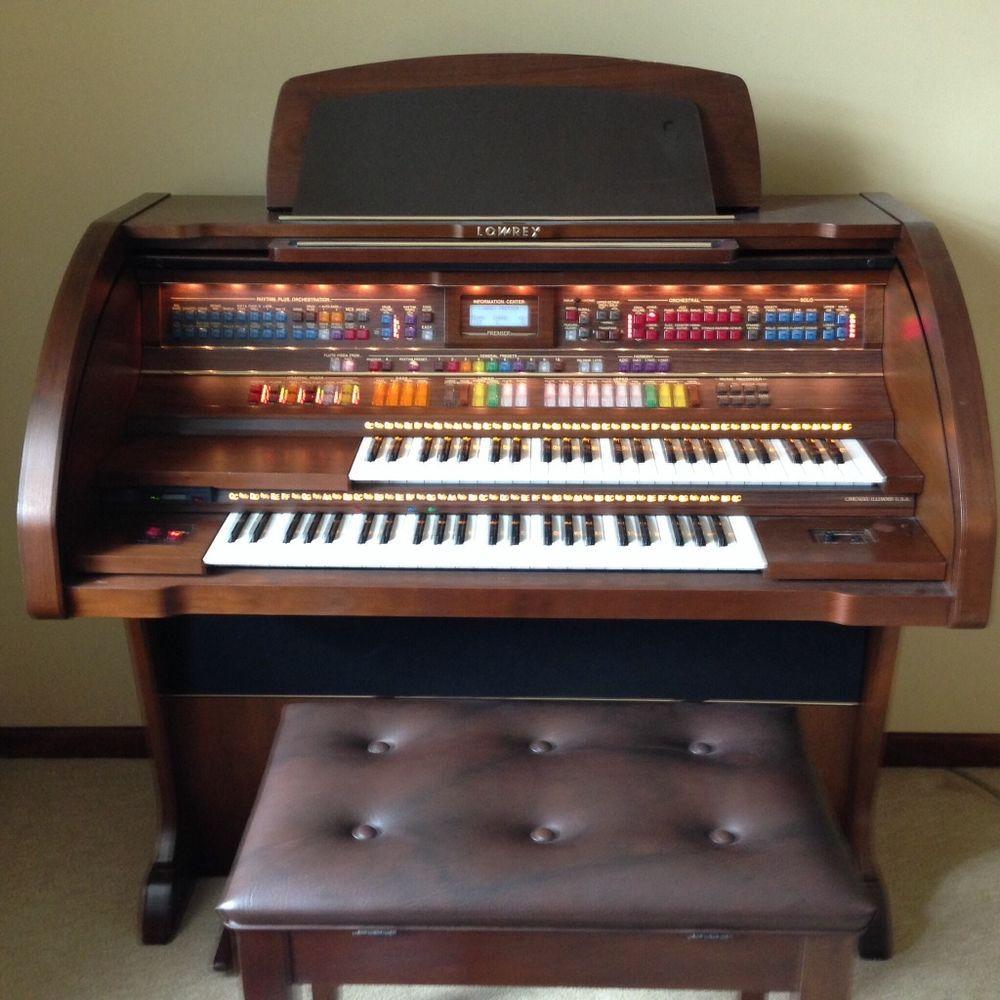 Beautiful Lowrey Organ for Sale Model SE30 Organs