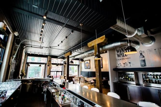 The 10 Best Tail Bars In Milwaukee Interior Of Black Sheep