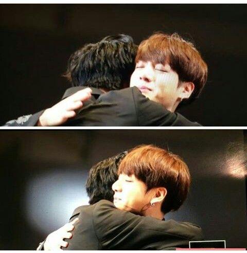 Got7 maknae Yugyeom hugging BTS maknae Jungkook I love GOTBANG. #got7 #bts