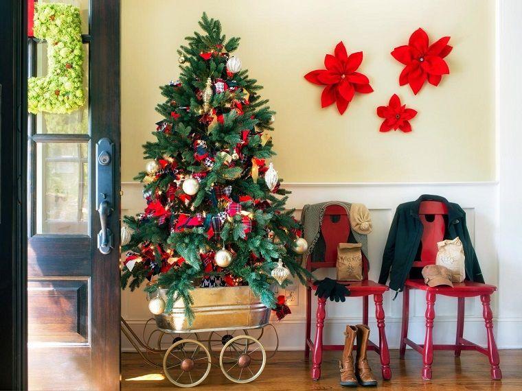 rbol de navidad pequeo en la entrada de la casa - Arbol De Navidad Pequeo