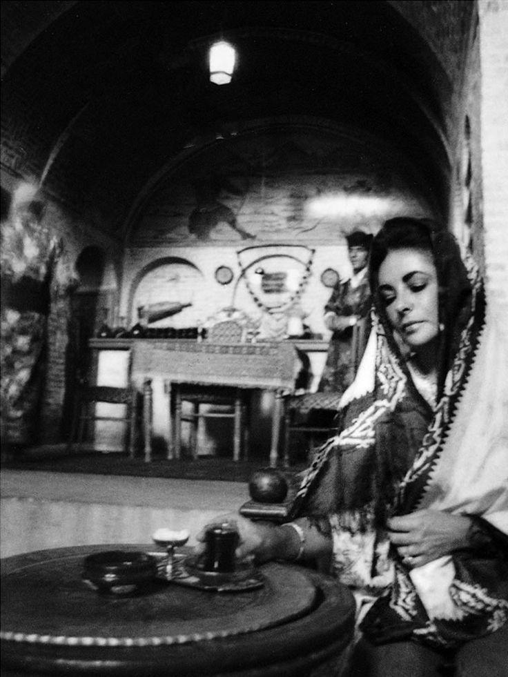 Elizabeth Taylor in Iran, 1976