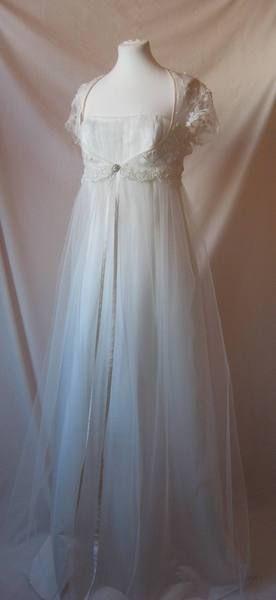 Brautkleid mit süßem Jäckchen