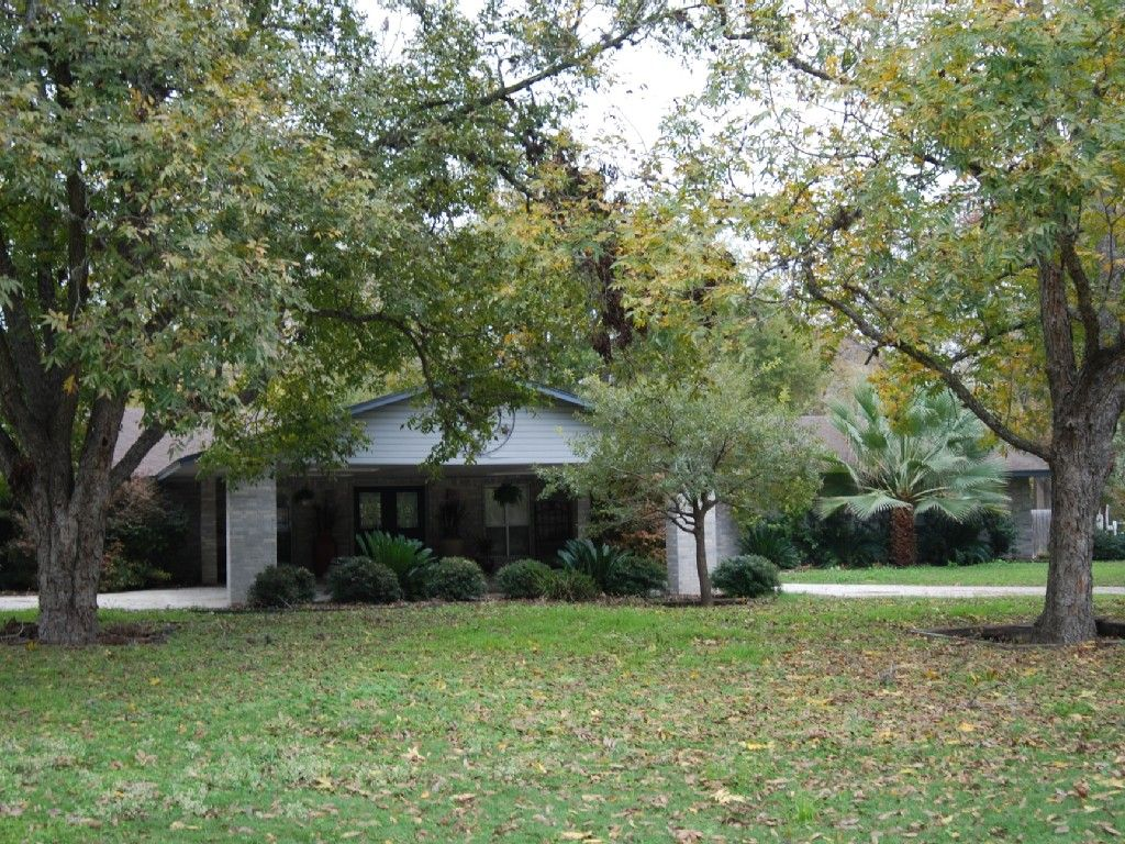 Large+Lake+Home+With+Private+Swimming+Pool+++Vacation Rental In Texas Hill  Country From