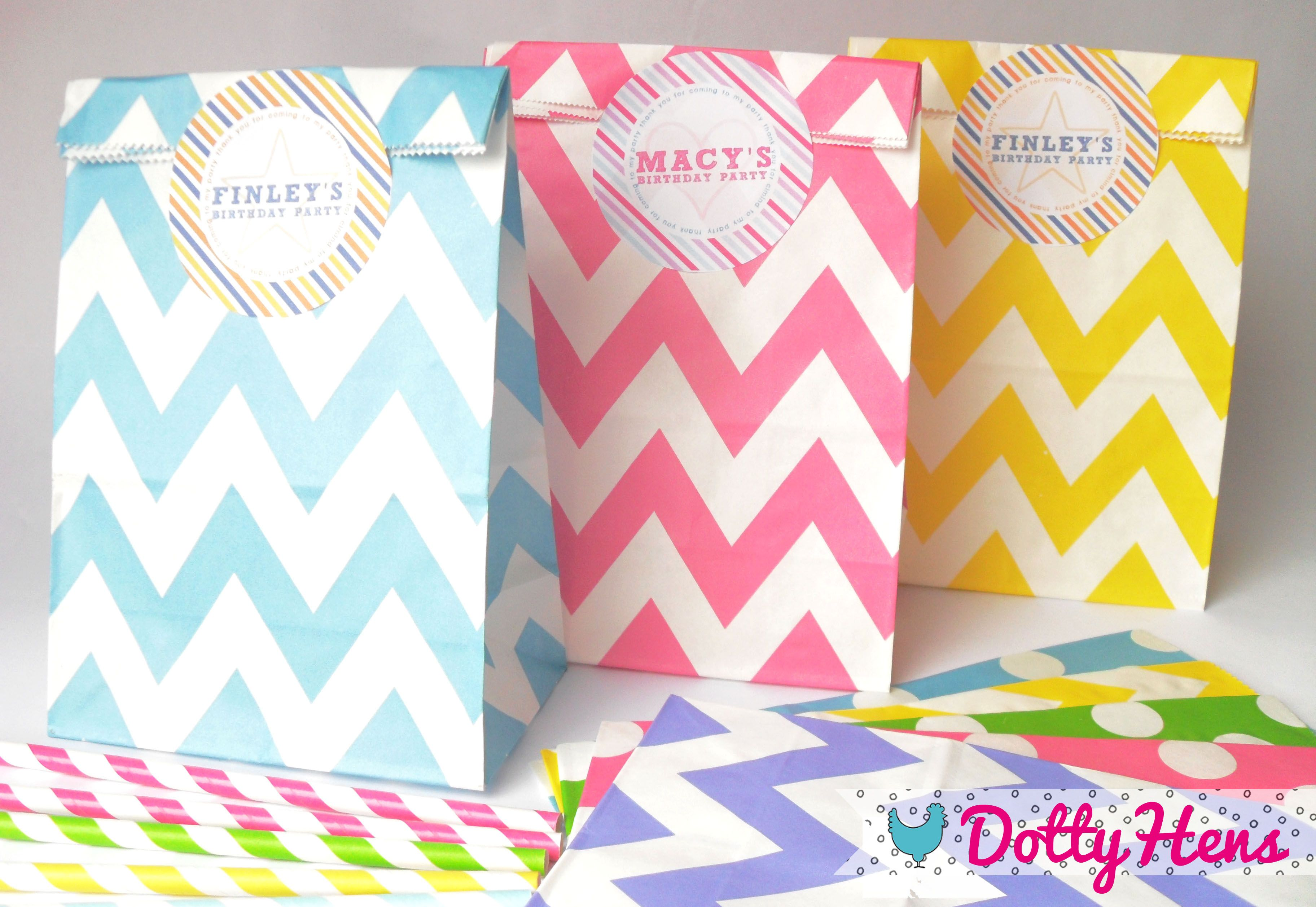 A Set Of 12 Chevron Paper Party Goo Bags For Your Children S Birthday Favours
