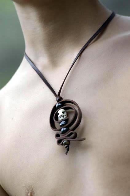 Collar de cuero de calavera amuleto diosa kali collares cuero pinterest ponche y collares - Collares de cuero ...