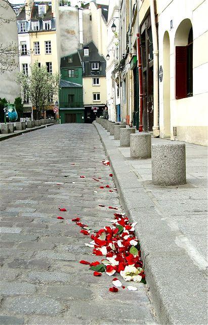 Paris Encore: rue St. Julien le Pauvre