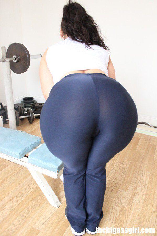 Curvy big ass milfs in sweatpants