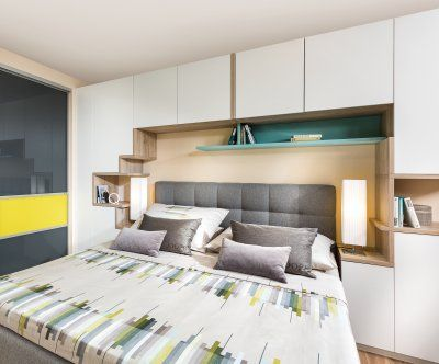 Schlafzimmer mit bettüberbau für viel stauraum p max massmöbel tischlerqualität aus österreich