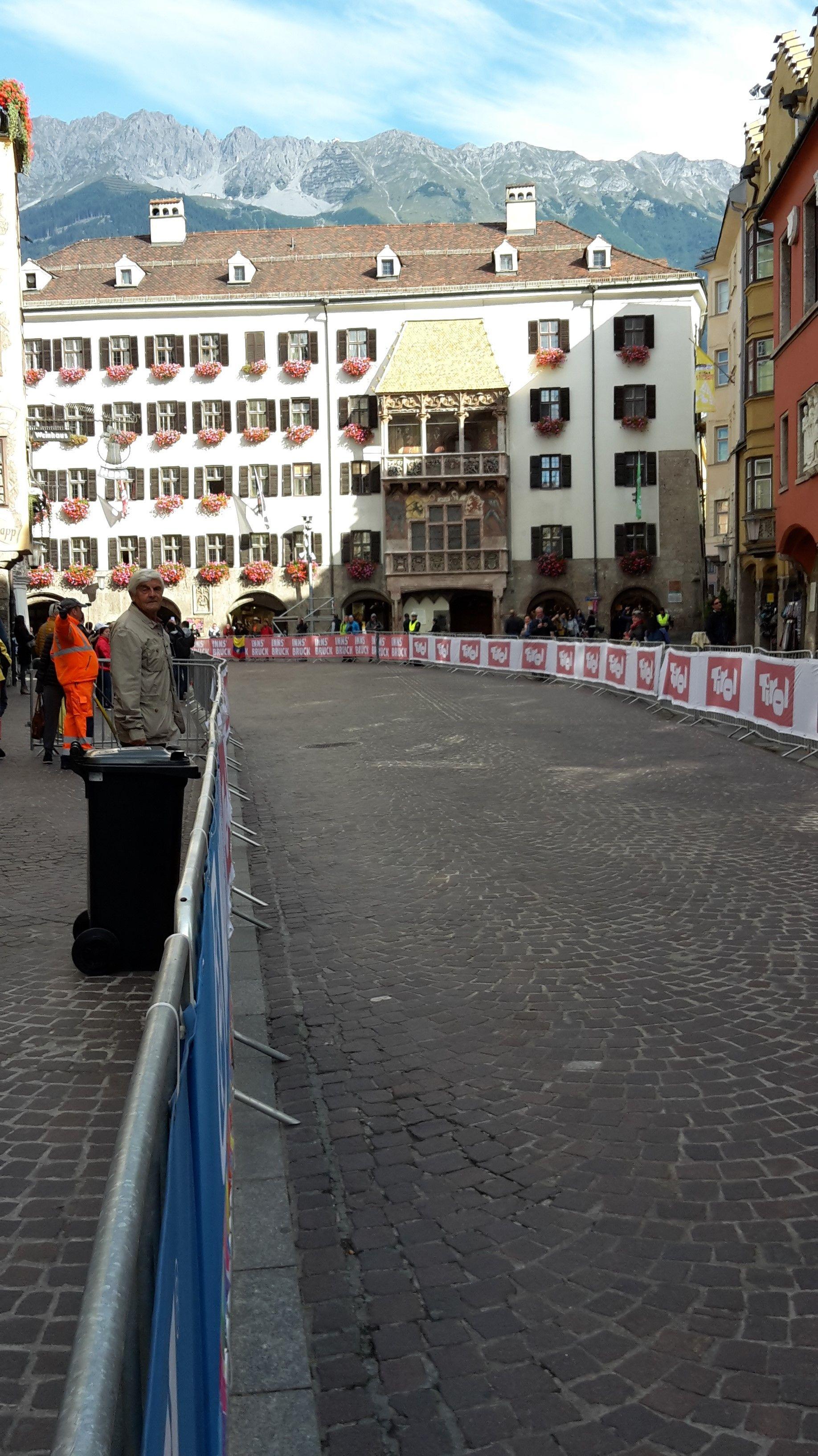Innsbruck Ist Besonders Die Stadt Mit Alpenfeeling Stellt Sich