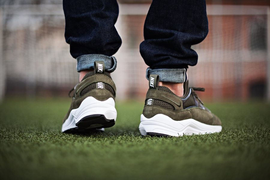 nike huarache air light khaki