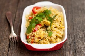 Kananpojan riisi-kasvispaistos – Hellapoliisi