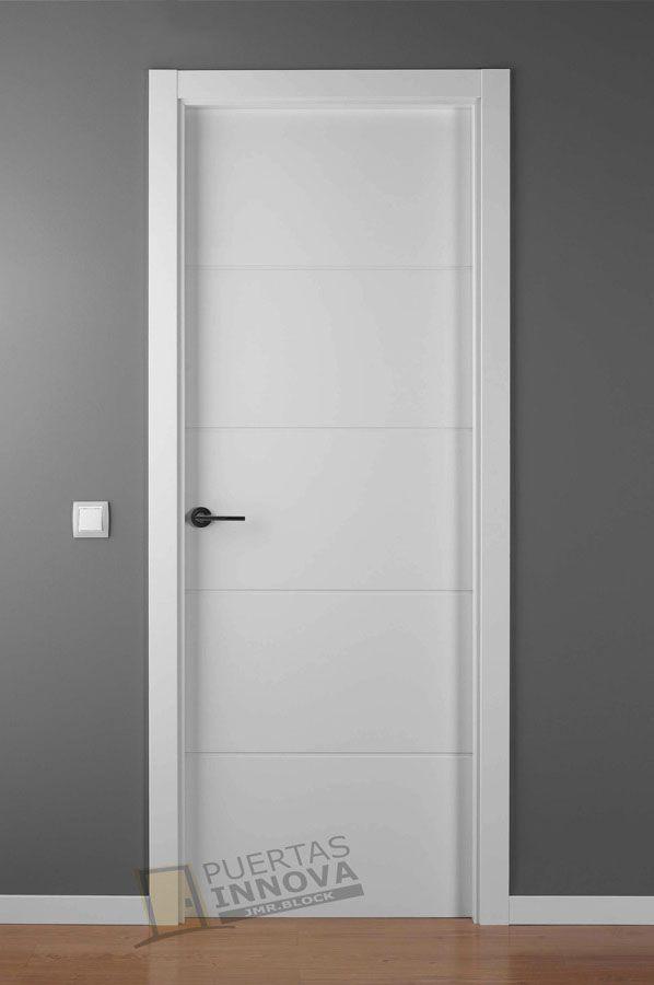 Puerta lacada blanca lac 9004 puertas innova s l u - Puertas interior blancas ...