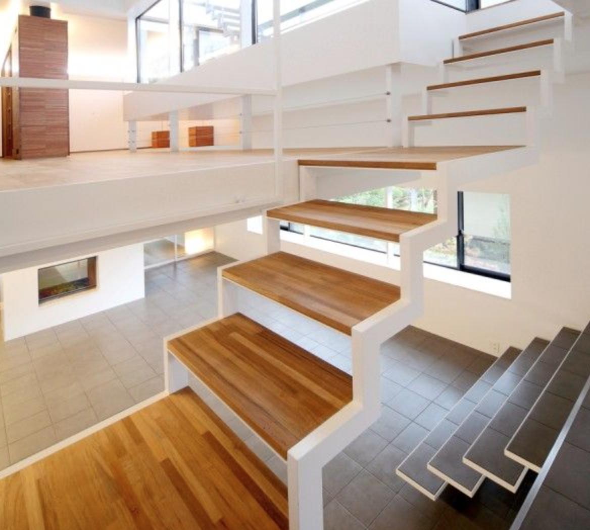 Trend freie Treppe wei Stahl Randger st Holz Elemente
