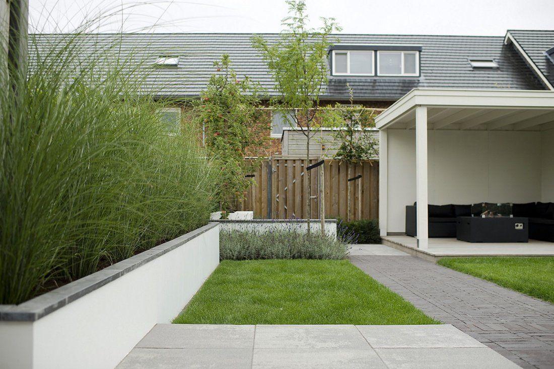 Kindvriendelijke tuin met bergruimte en veranda for Pisos de jardines exteriores