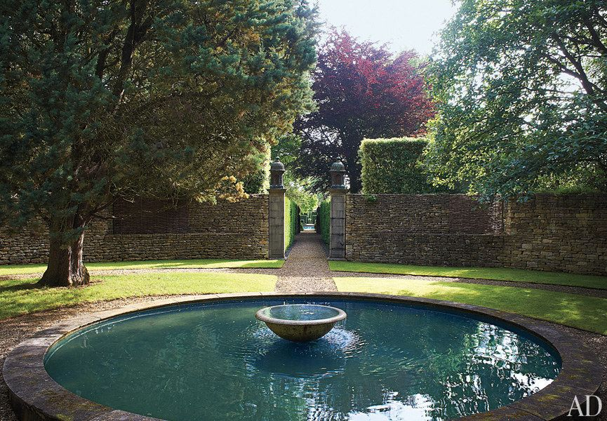 Designer Anouska Hempel S Historic Manor In The English Countryside Garden Water Fountains English Country House Traditional Garden