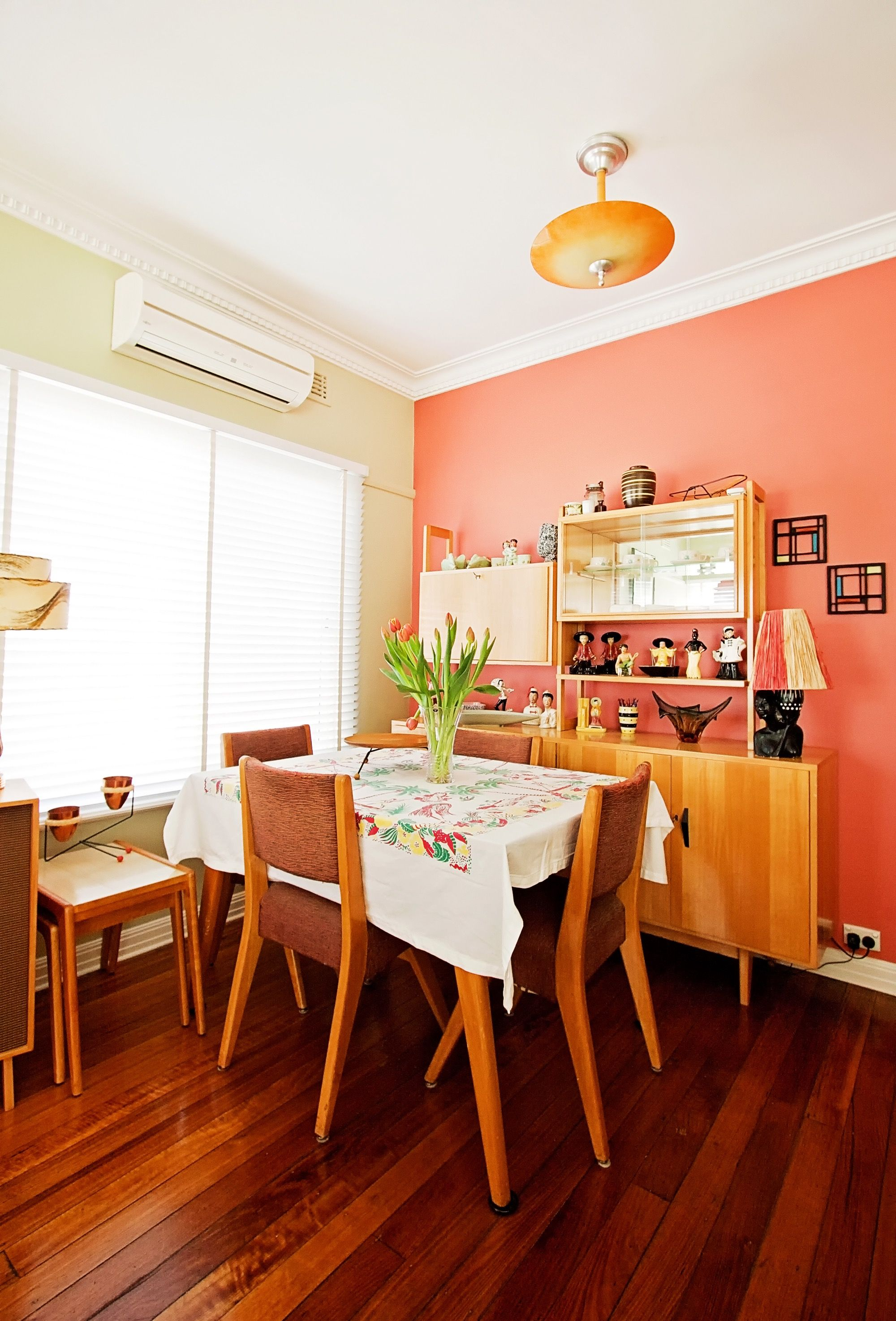 paint colors that match this apartment therapy photo sw 9009 subdued sienna sw 6883 raucous orange sw 7691 coral room small apartment room dining room walls paint colors that match this apartment