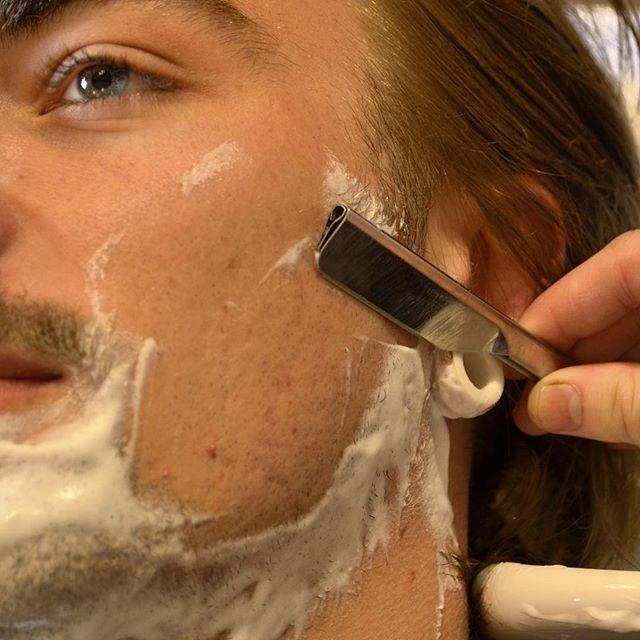 Barbershop Haircut Shoulder Massage Whiskey Indulge In The Timeless Art Of Gentlemanly Grooming Del Long Hair Styles Men Shoulder Massage Mens Hairstyles