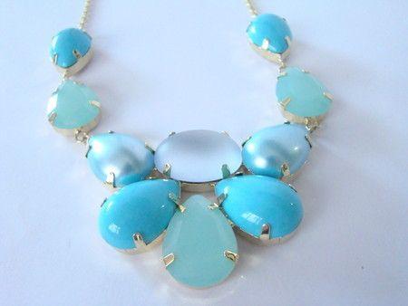 Maxi colar Céu Azul com banho dourado e pedras azuis   www.feminiacessorios.com.br
