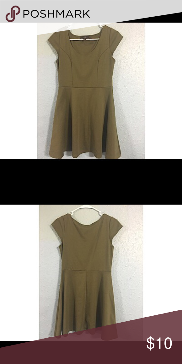 Vibe Sportswear Skater Dreas size medium Super cute dress. Olive Green Color. Can be transitioned for fall and winter seasons by wearing leggings/tights under and hight heels or wedges. Pre-owned and in great condition. Vibe Sportswear Dresses Midi