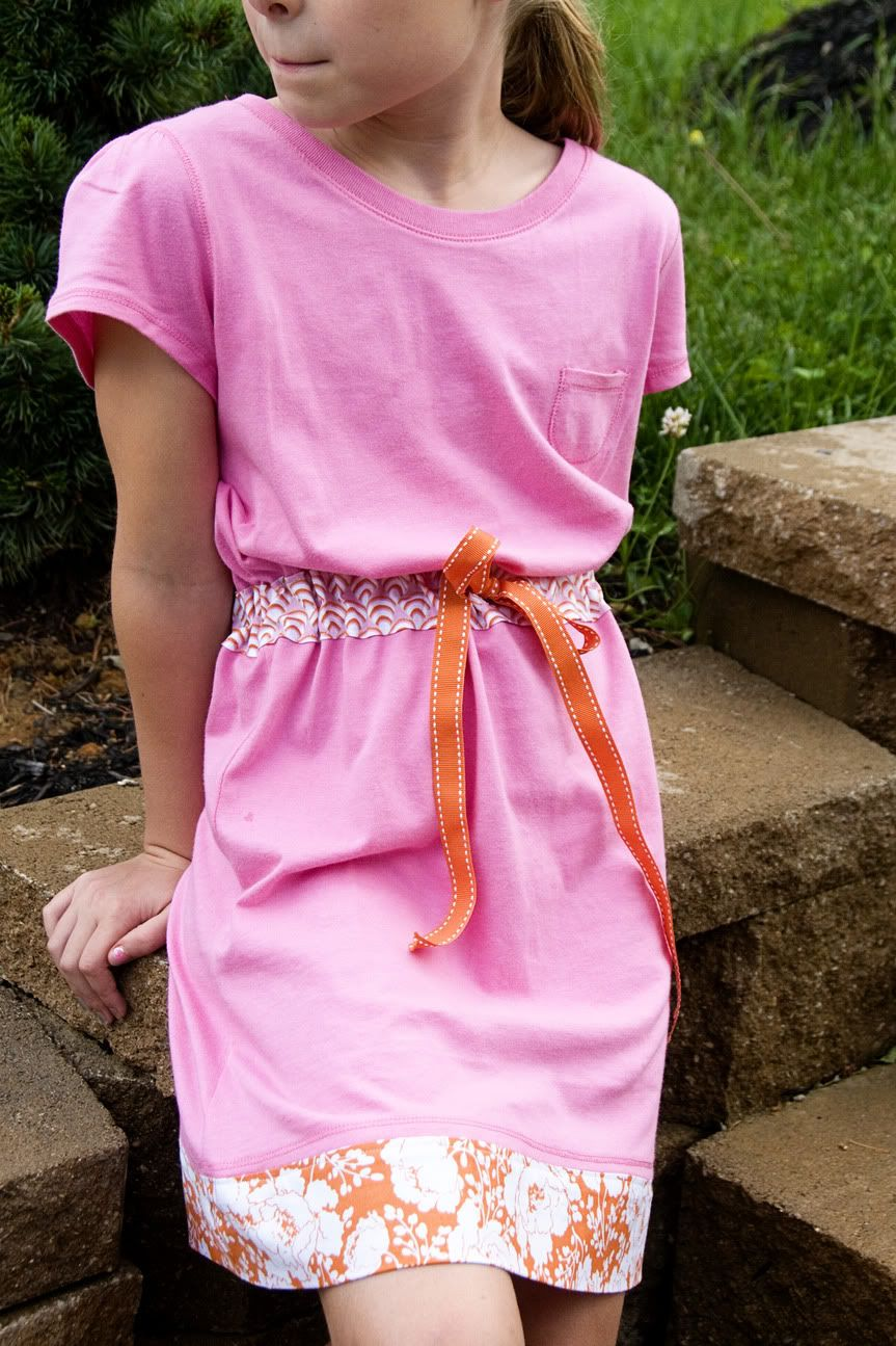 Super easy tutorial for dress made out of 2 t-shirts...I'm tempted to try this for myself w/larger shirts.