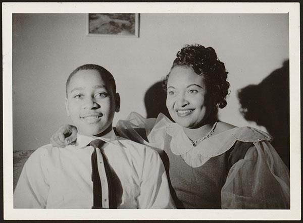 28 août 1955 Le jeune noir Emmett Till est assassiné pour avoir sifflé une femme blanche http://goo.gl/XSqr0h