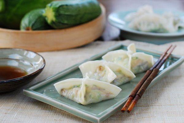 Chinese jiaozi dumplings chinese food pinterest chinese jiaozi dumplings forumfinder Image collections