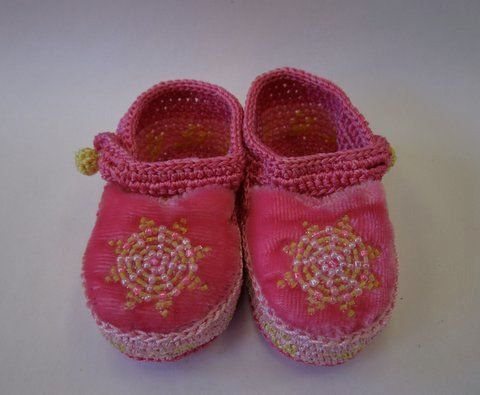Booties baby boy girl crocheted beaded pink by planetloveproject,
