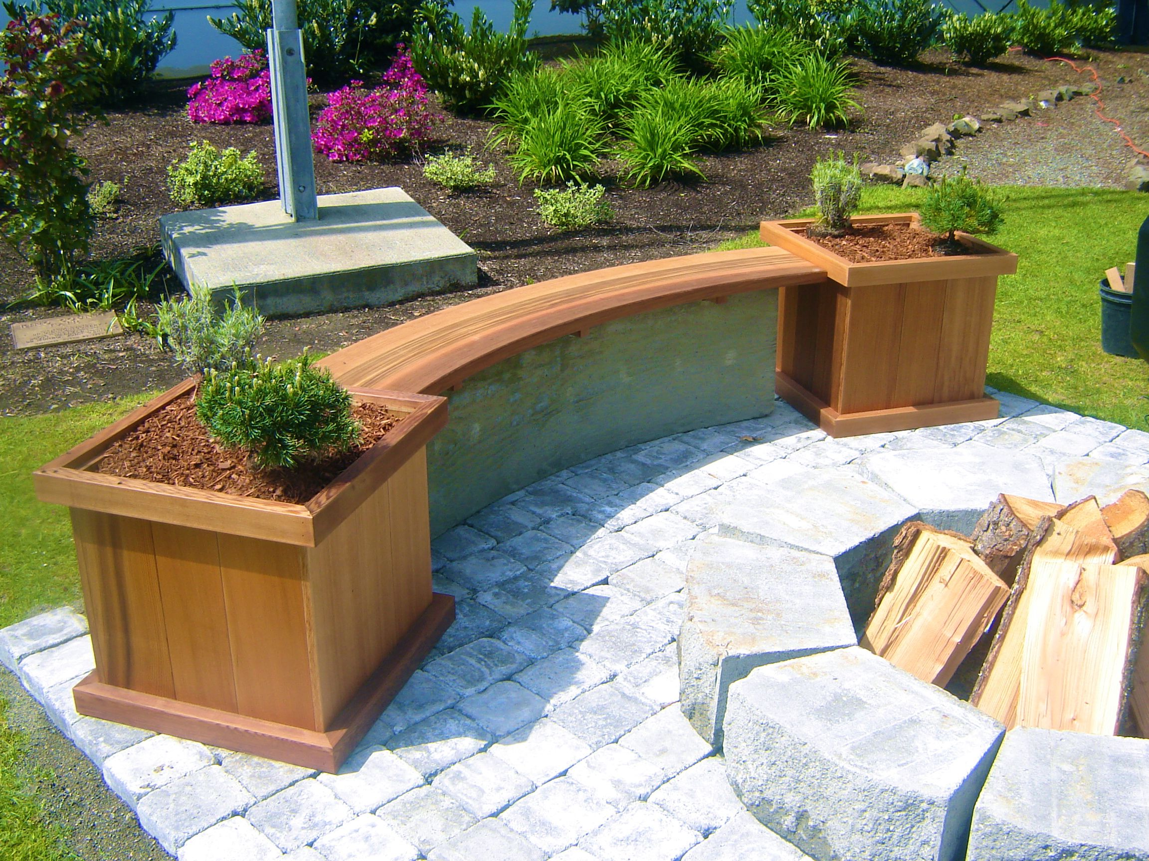 Curved Cedar Bench With Matching Planters Visit Www 400 x 300