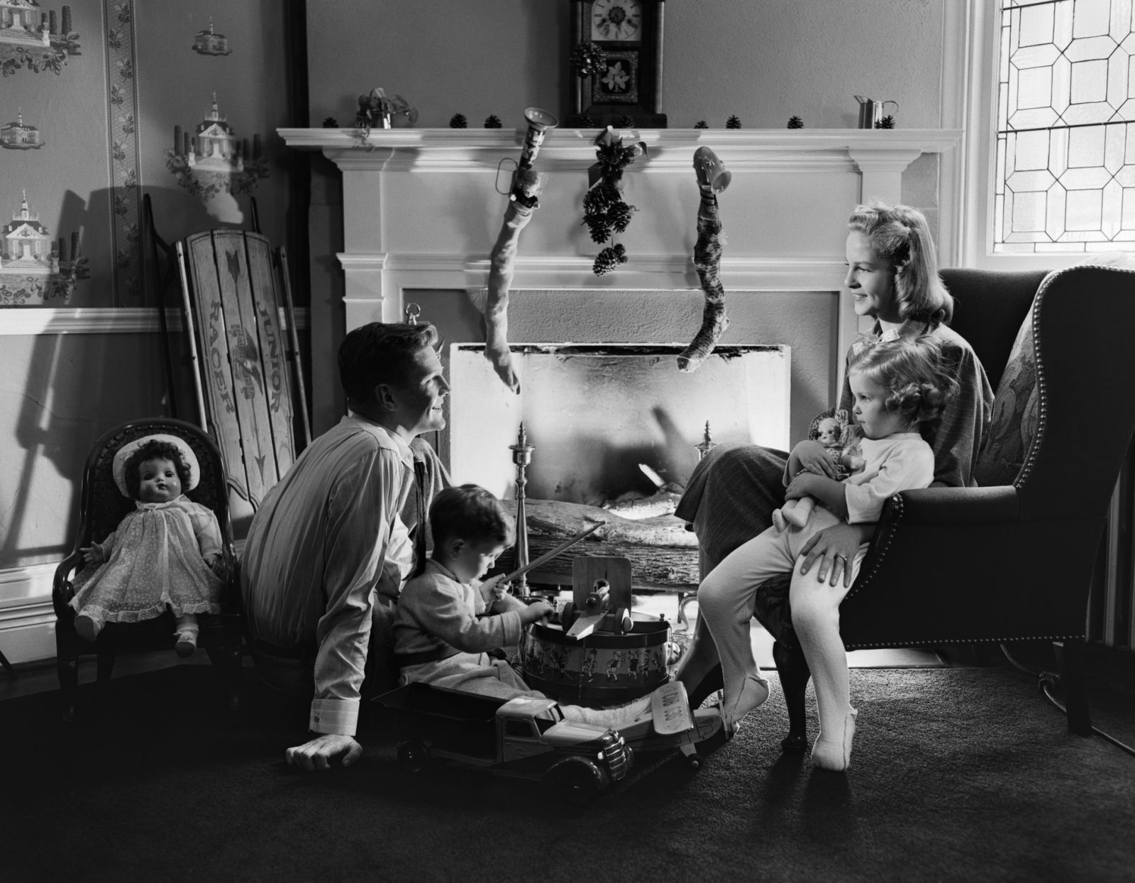 10 Old-Fashioned Christmas Traditions We Love | Pinterest ...