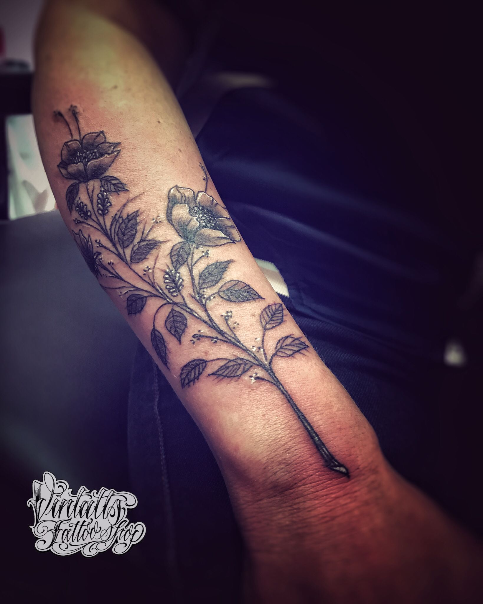 Flowers Black Tattoo Work Black Tattoos Tattoo Shop Tattoos