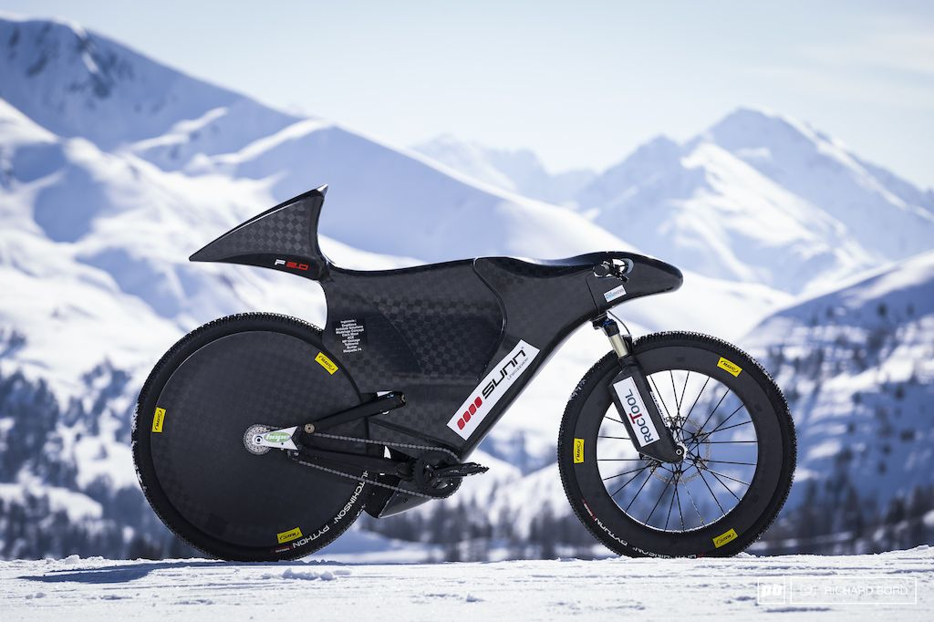 Here it is The new F2.0 2015 Eric Barone s speed bike. Even if it s shape is all about a technical and aerodynamic work it s a real piece of art.