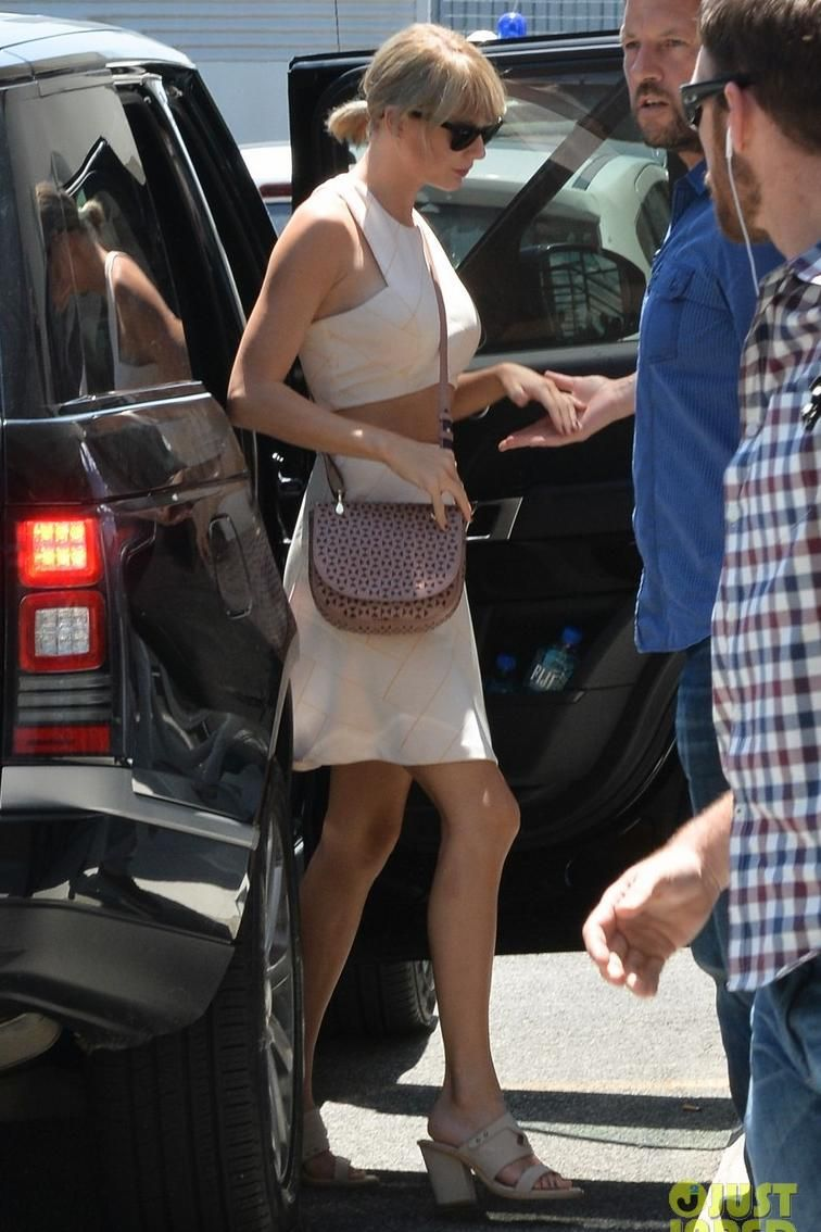 f863ada37d91b Taylor Swift wearing Elizabeth and James Zoe Perforated Saddle Bag